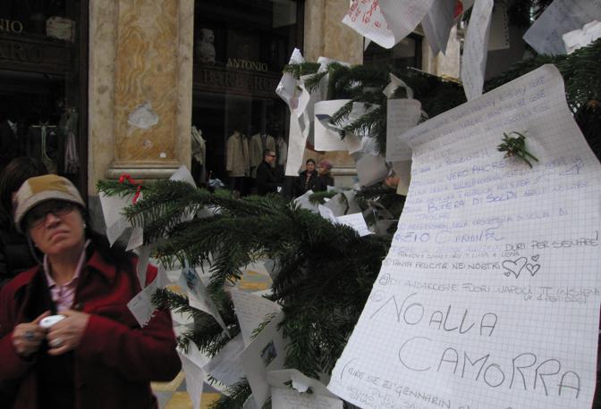 Anno 2006, l'anno di Gomorra e spunta un «No alla camorra» gigante