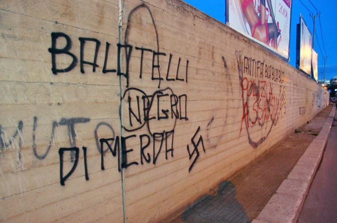 Scritte razziste contro Balotelli sui muri di Bari in vista del big match di sabato sera