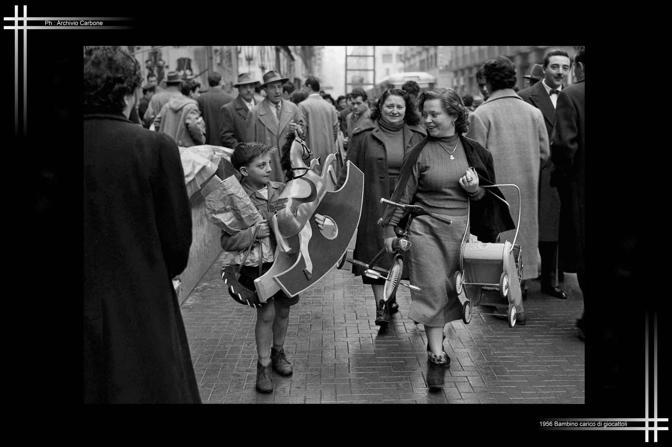 1956 - Bambino con giocattoli