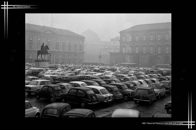 1968 - Piazza Plebiscito invasa dalle auto
