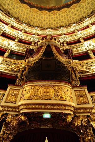Il San Carlo è il più antico teatro operante in Europa: fu costruito nel 1737, 41 anni prima della Scala, 51 prima della Fenice