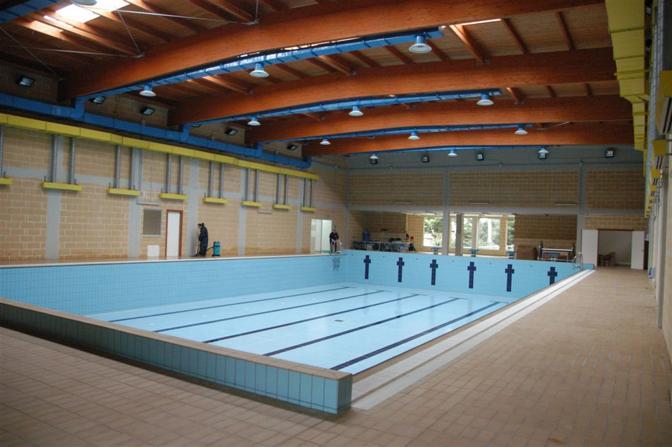 Le piscine mai aperte di brindisi corrieredelmezzogiorno - Piscina da interno ...