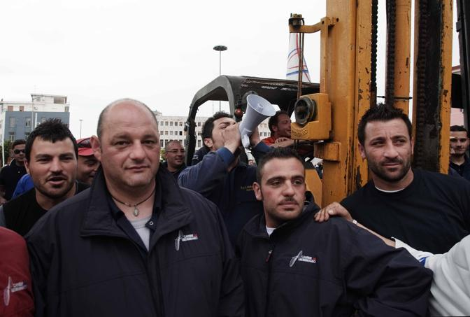 La protesta dei dipendenti (Ph. Pressphoto)