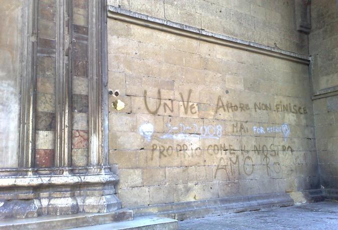 Santa chiara scritte sui muri antichi - Scritte muri casa ...