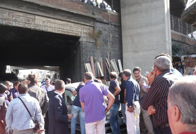 Le indagini degli agenti della squadra Mobile di Napoli (Ph. S. Di Domenico)