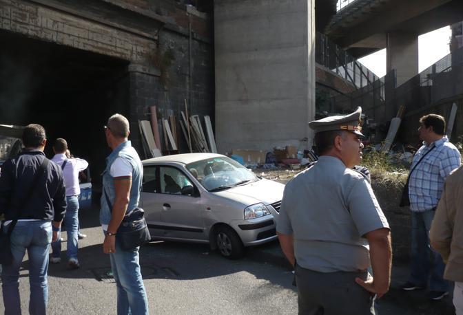 Uccisa con quattro colpi di pistola una 51enne, Teresa Buonocore, in via Ponte dei Francesi. I sicari in moto hanno fatto fuoco dal finestrino del lato guida (Ph. S. Di Domenico)