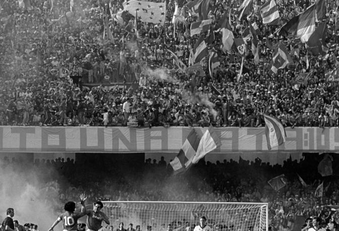 Napoli-Fiorentina, 10 maggio 1987: Maradona e Carnevale esultano dopo il gol dell'1-0 (poi pareggiò un giovanissimo Roberto Baggio)
