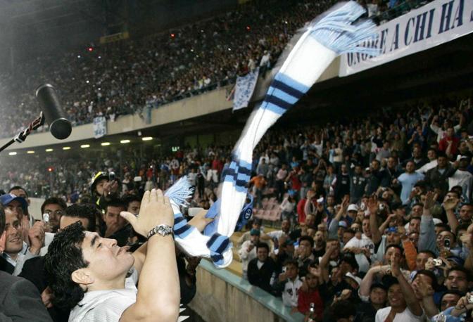 Diego Armando Maradona allo stadio San Paolo di Napoli per la partita d'addio di Ciro Ferrara (Pressphoto/Salvatore Laporta)