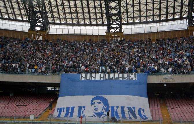 Striscione per Maradona della curva B del San Paolo, nel periodo in cui era in clinica lottando tra la vita e la morte