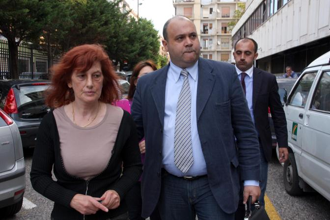 Nicodemo Gentile va al Tribunale di Taranto con la madre di Sara