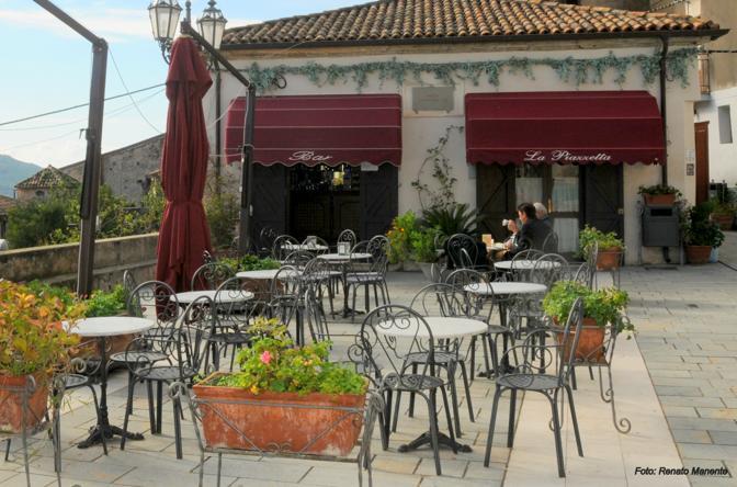 Benvenuti al Sud, successo al botteghino, è stato un successo anche per Castellabate. I turisti visitano la cittadina del Cilento alla ricerca del set del film