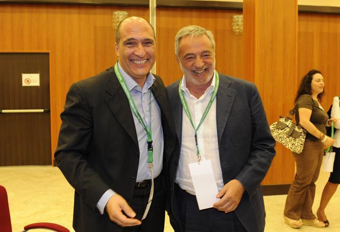 Andrea Cozzolino e Gino Nicolais. L'ex ministro vinse la sfida per la segreteria provinciale Pd. È stata l'unica sconfitta politica di Cozzolino