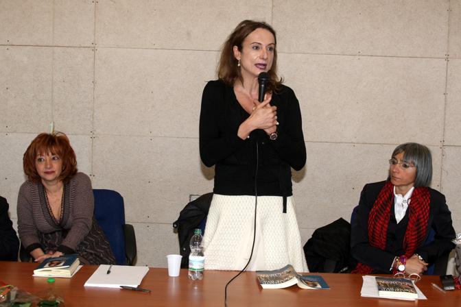La presentazione del libro di Vladimir Luxuria «Le favole non dette» al liceo Menna di Salerno