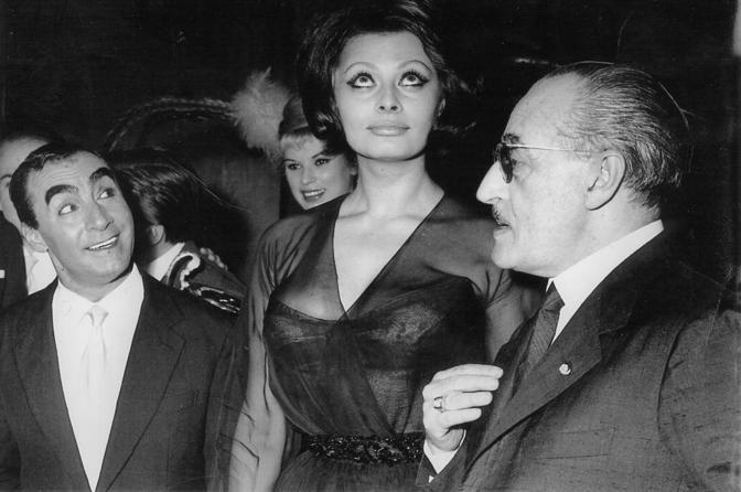 Sophia con Beniamino Maggio  e Totò