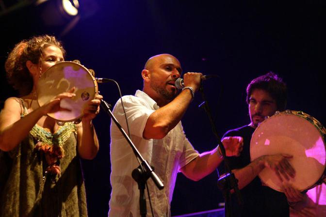 Teresa de Sio e Raiz alla Notte della taranta 2003 - foto di Davide Gazzotti