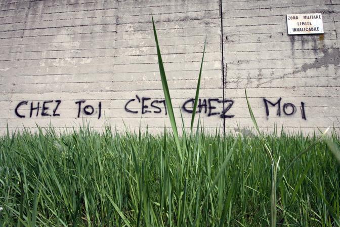 Scritte sulla andolfato corrieredelmezzogiorno - Scritte muri casa ...