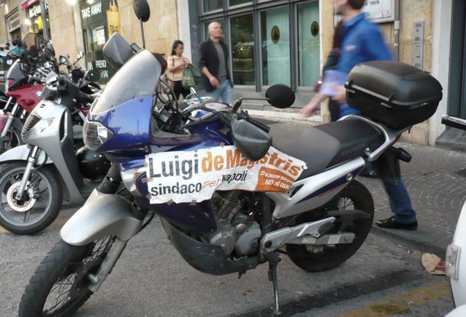 Una moto griffata  de Magistris (ph. S. Di Domenico)