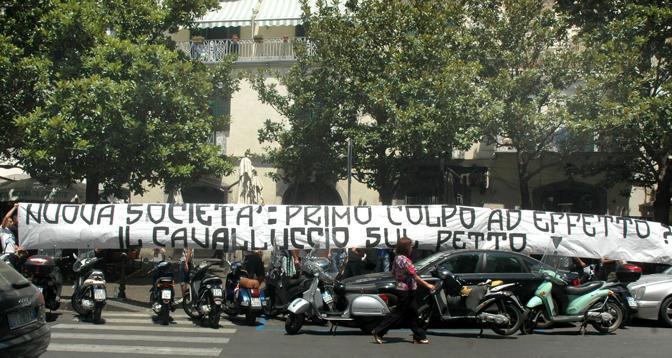 Al comune di Salerno la presentazione della società post-Lombardi. Lo striscione esposto davanti Palazzo di città dai tifosi