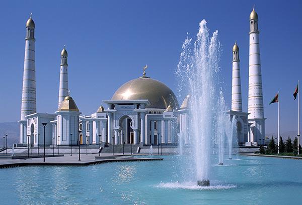 La moschea di Ashgabat la capitale e la più grande città del Turkmenistan