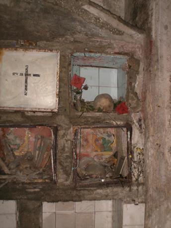 Culto dei morti a napoli fotogallery corrieredelmezzogiorno for Cabina del tetto ad arco