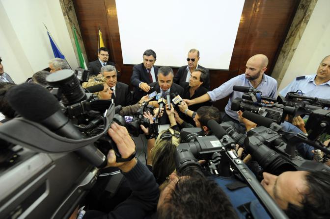 Luigi Cesaro incontra i giornalisti sulla questione della discarica da realizzare nell area vesuviana di Terzigno