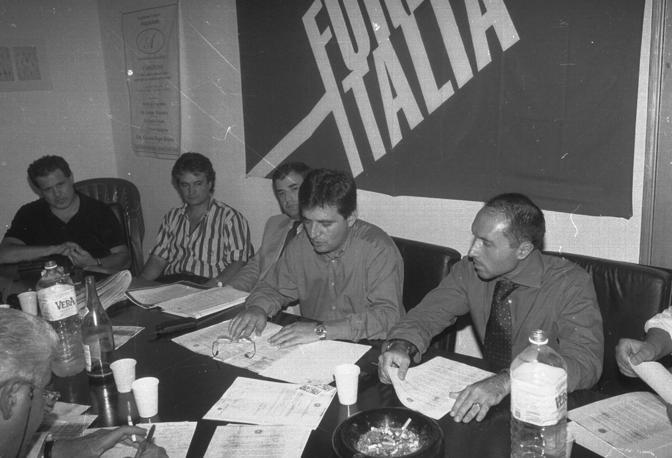 Caserta, Castelvolturno: conferenza stampa Forza Italia dopo la rimozione del sindaco Scalzone. Al centro Nicola Cosentino
