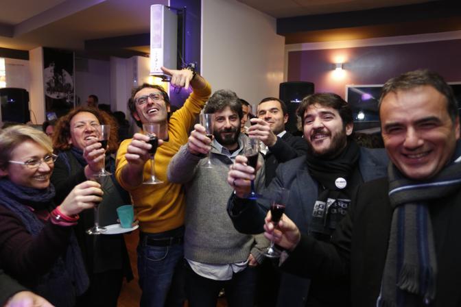 Comitato CinqueStelle: Roberto Fico brinda alla vittoria