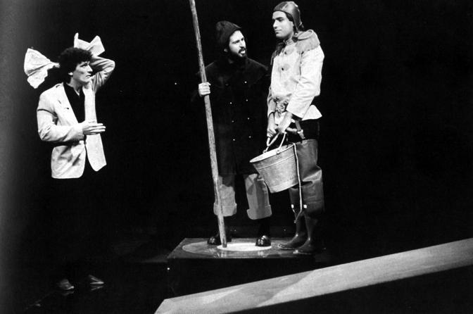 Troisi-minollo in uno sketch de «La smorfia» negli anni 70