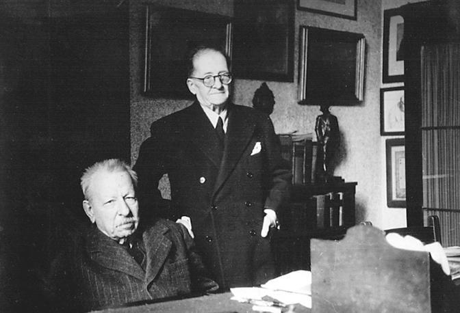 Napoli anni 1947 - 1948 nello studio della biblioteca con Fausto Nicolini