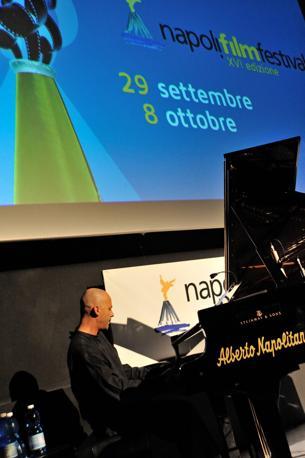Napoli Film Festival il maestro Stefano Battaglia sonorizza al pianoforte il vangelo secondo Matteo di Pasolini