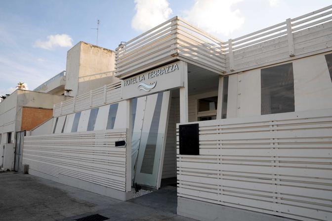 Prigionieri» in hotel - CorrieredelMezzogiorno