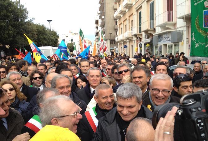Il governatore Nichi Vendola con i vertici del Pdl regionale e con l'eurodeputato Taratella