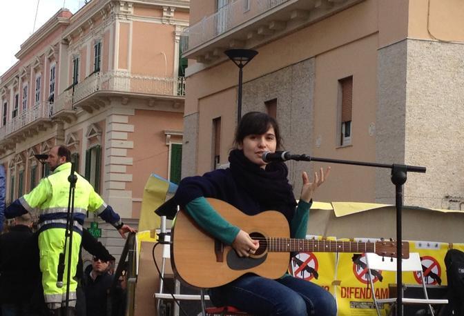 La cantante Erico Mou sul palco