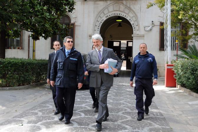 L'avvocato Francesco Rotunno, difensore di Andrea Masiello ex giocatore del Bari, esce dal carcere dopo l'interrogatorio durato oltre tre ore.