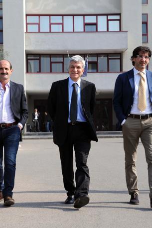 Il governatore lascia gli uffici del tribunale di Bari dopo la richiesta, presentata dai pm, di una pena di un anno e otto mesi