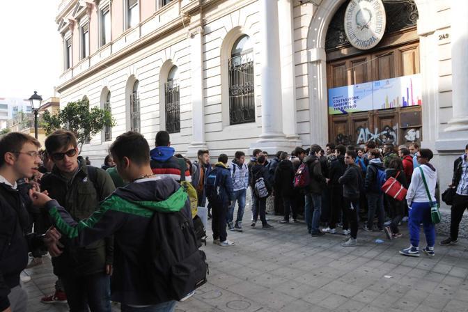 Gli studenti occupano l'istituto Pitagora