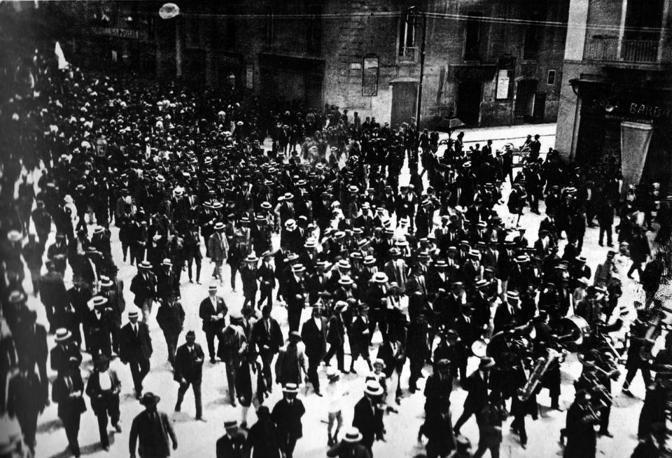 Corso Vittorio Emanuele II, corteo per l entrata in guerra dell Italia nel 1915