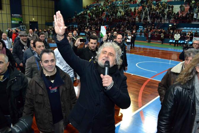 Bari, Beppe Grillo al Palaflorio di Bari Japigia con Movimento 5 stelle in occasione dello «Tsunami Tour»