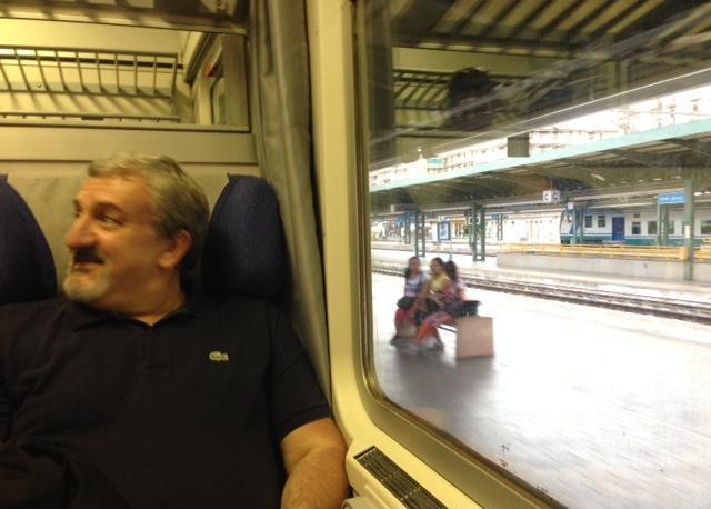 Michele Emiliano in treno verso San Severo