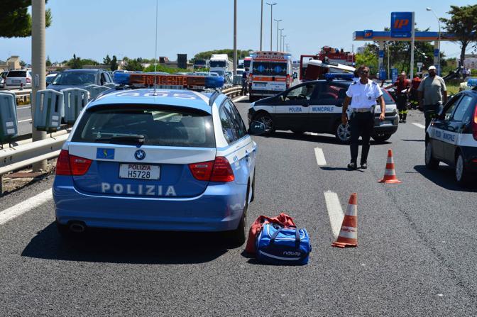Incidente stradale sulla Statale 16 all altezza di Torre a Mare in direzione sud