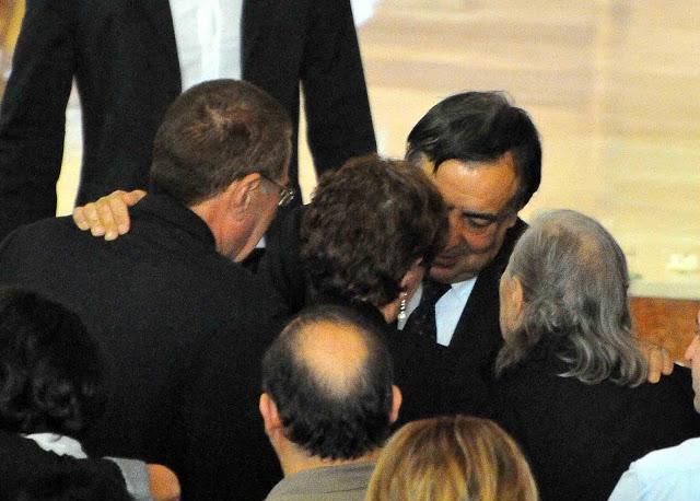 Il dolore dei genitori e l'abbraccio con il sindaco Leoluca Orlando