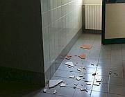 Ragazza ferita nel bagno di scuola corriere del mezzogiorno - Tette bagno scuola ...