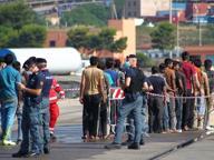 Migranti, nave con 720 persone e due salme sarà domani a Brindisi