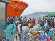 Migranti, domani sbarcano 1050 a Salerno: a bordo un cadavere