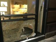 Via Filangieri, la vetrina di «Fendi» sfondata a picconate