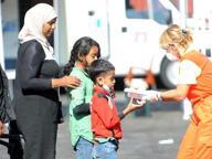 Arrivati i 708 profughi salvati in mare Sosta a Brindisi e poi in altre regioni