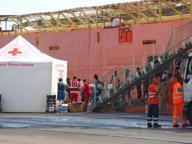 Migranti, in mille sbarcano a Taranto da una nave norvegese