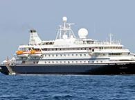 Fuoco su nave da crociera, in salvo passeggeri ed equipaggio