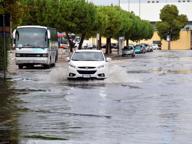 Piove, Bari diventa una piscina Difficoltà per il traffico e i pedoni