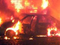 Auto in fiamme sull'A3, conducente muore carbonizzato